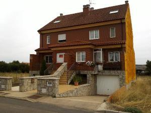 Casa adosada en Venta en Camino de Sariegos, 9 / Sariegos