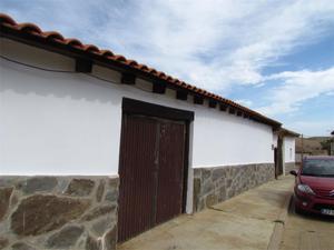 Casa adosada en Venta en Iglesia, 11 / Sotobañado y Priorato