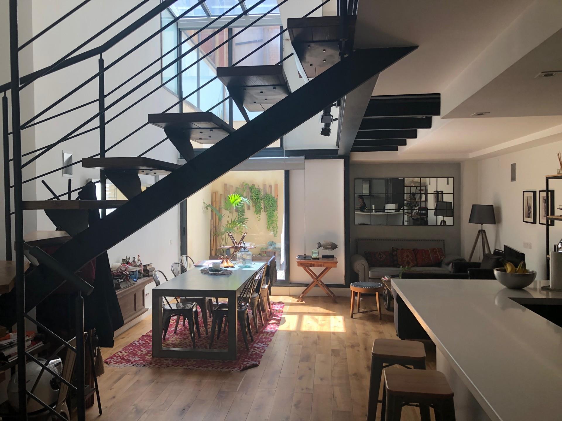 Zweistöckige Wohnung  Carrer de saragossa. El putget i el farró / carrer de saragossa