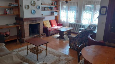 Foto 2 de Casa adosada de alquiler en Urbanización Santa Inés, 13 Vinuesa, Soria