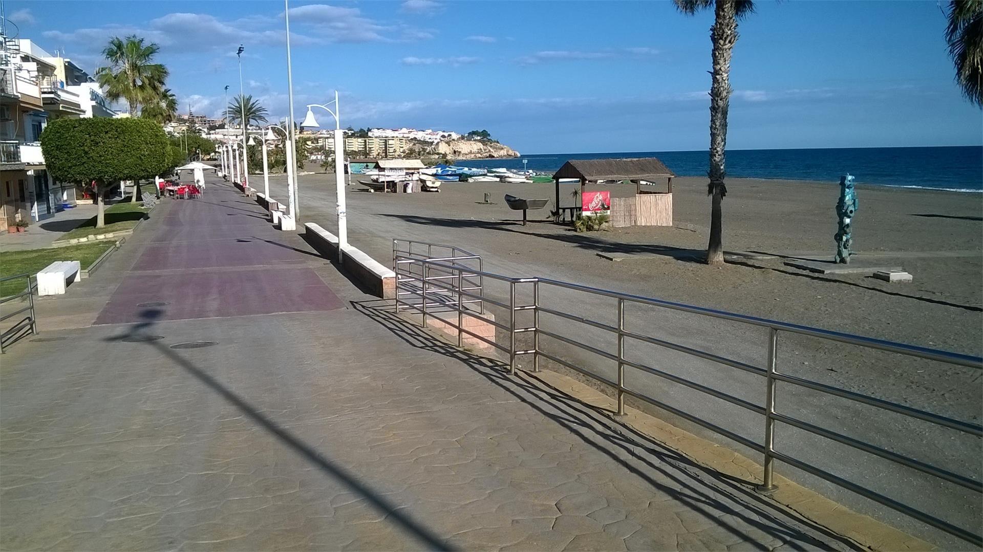Local de alquiler en Plaza de la Laguna, 2 La Cala del Moral (La Cala del Moral, Málaga)