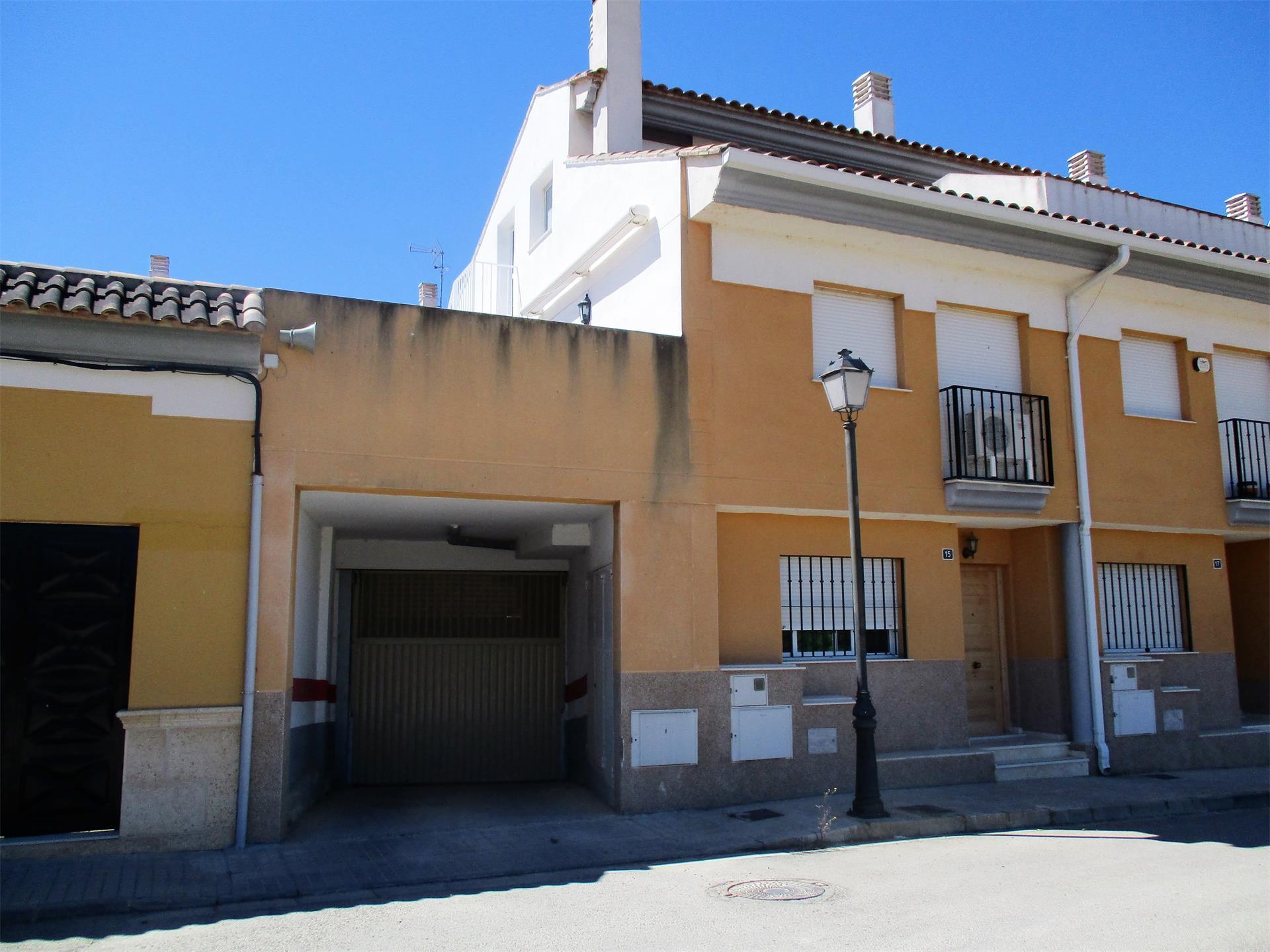 Casa adosada  Corrales. Macastre / corrales