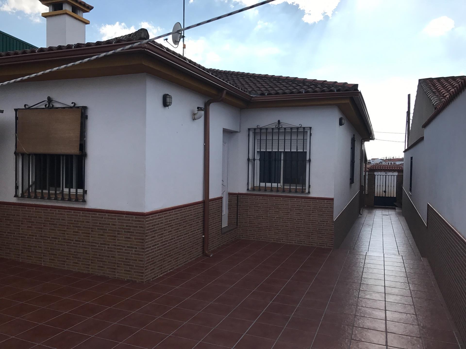 Casa  Calle rafael alberti. Santa elena
