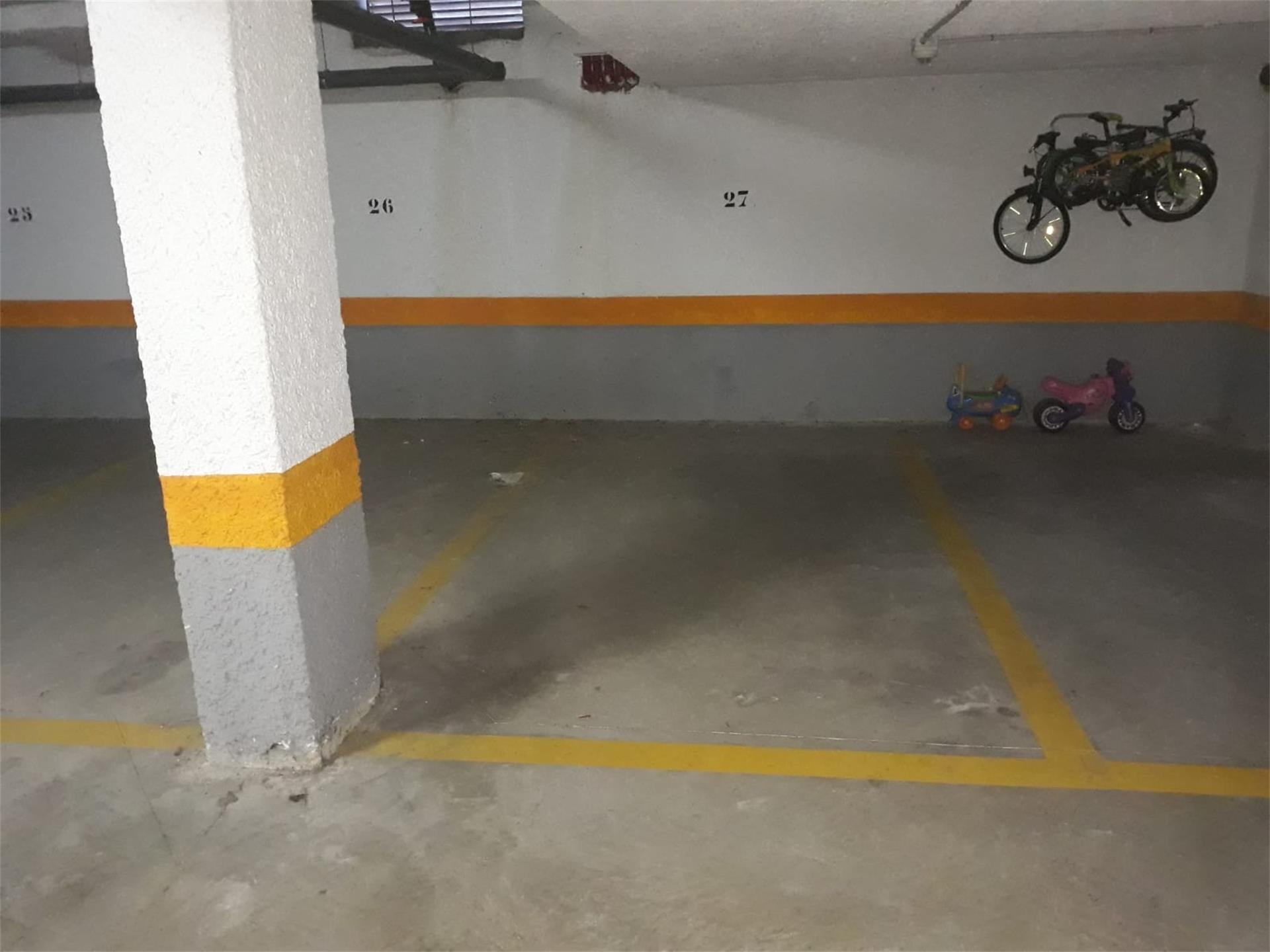 Car parking  Calle de valencia. Albalat dels sorells / calle de valencia