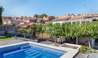 Viviendas y casas en venta con piscina en Castellvell del Camp