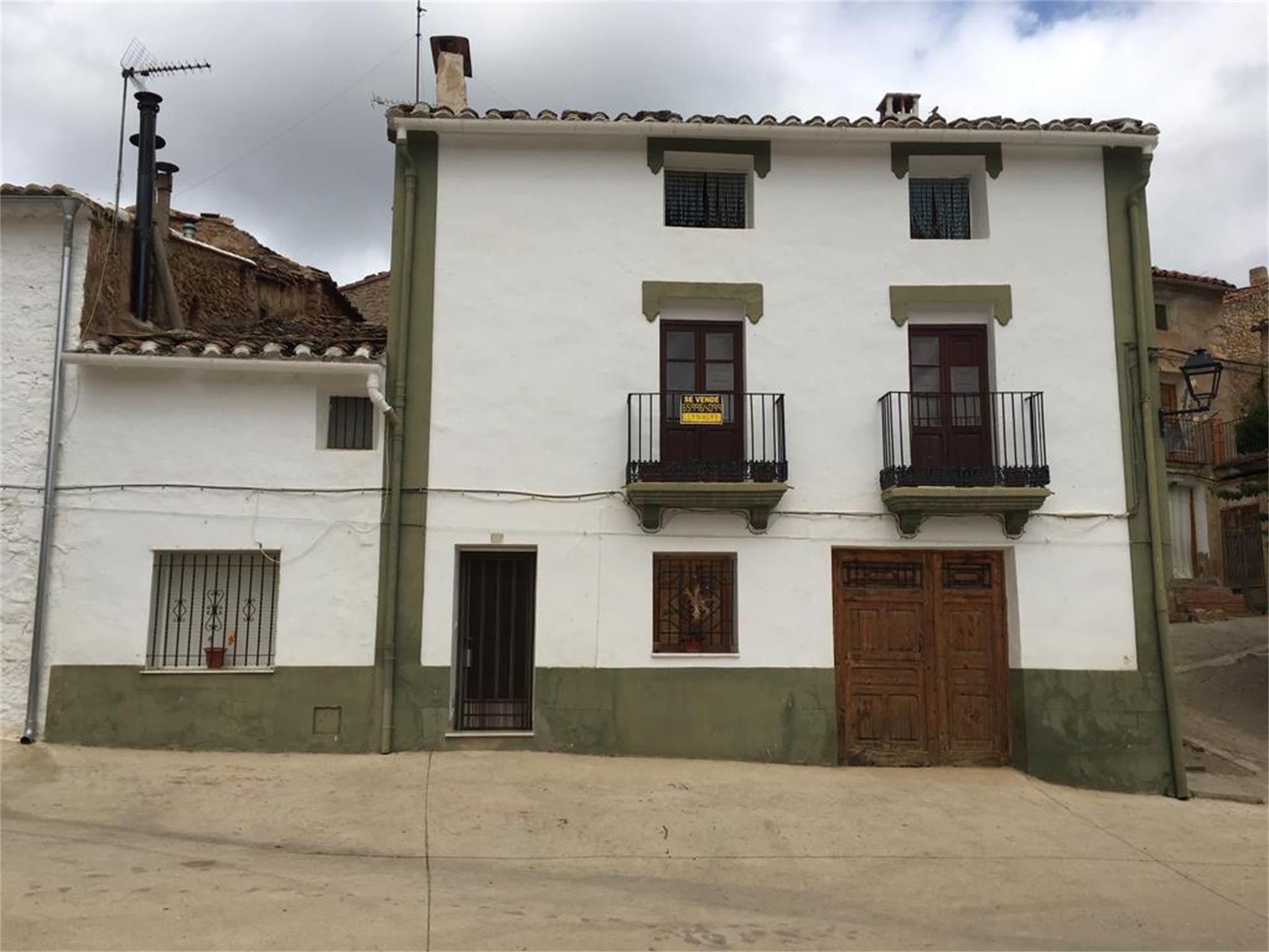 Casa adosada  Calle corcolilla. Alpuente / calle corcolilla