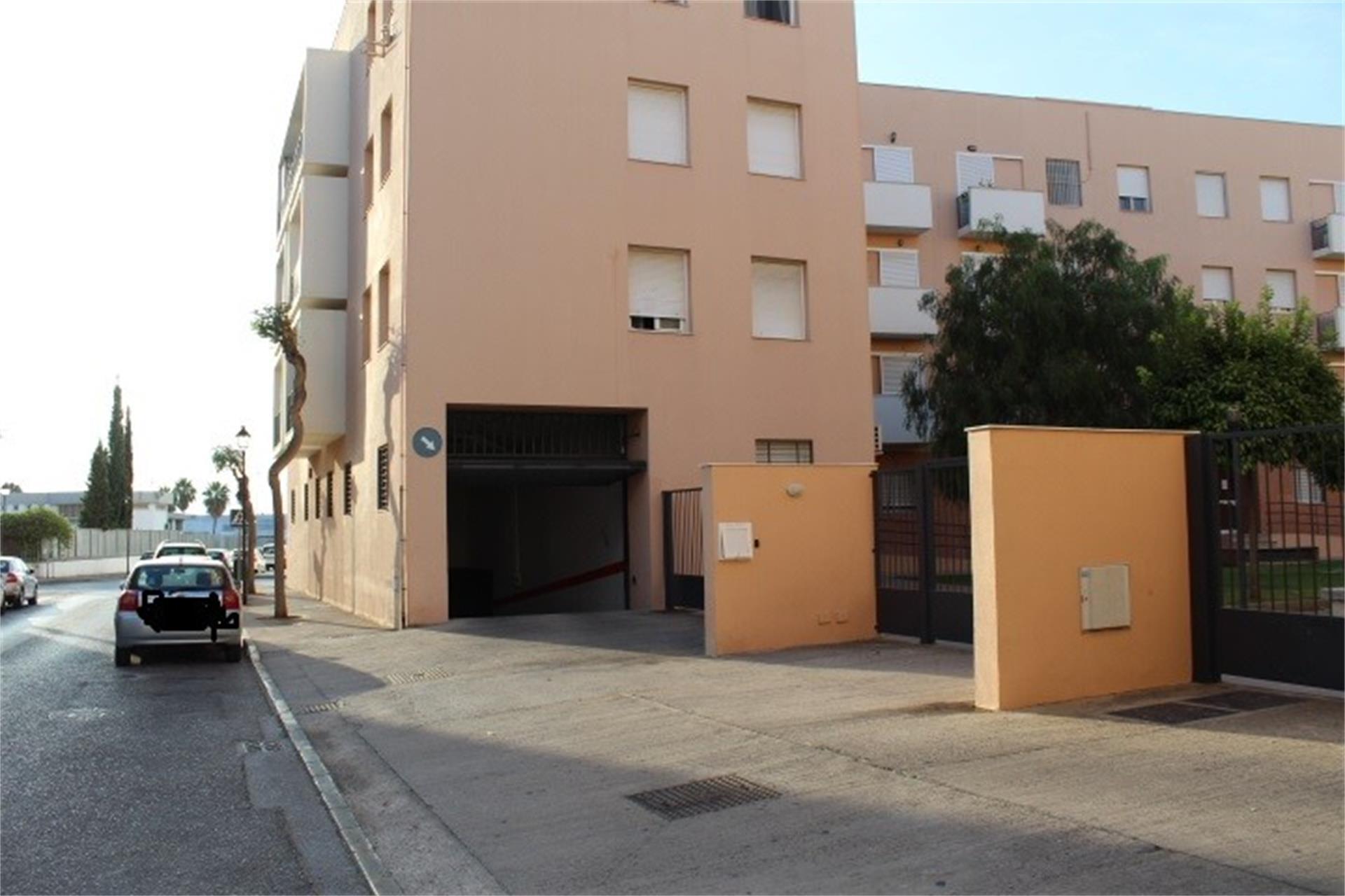 Parking coche  Calle contrabajo. Norte