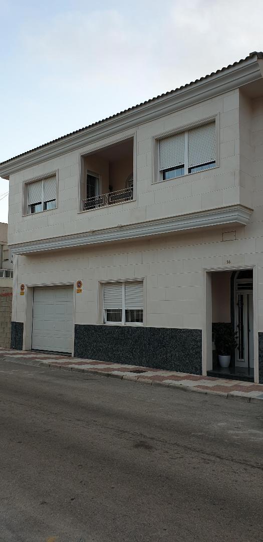 Casa adossada  Avenida de juan carlos i. Ibi