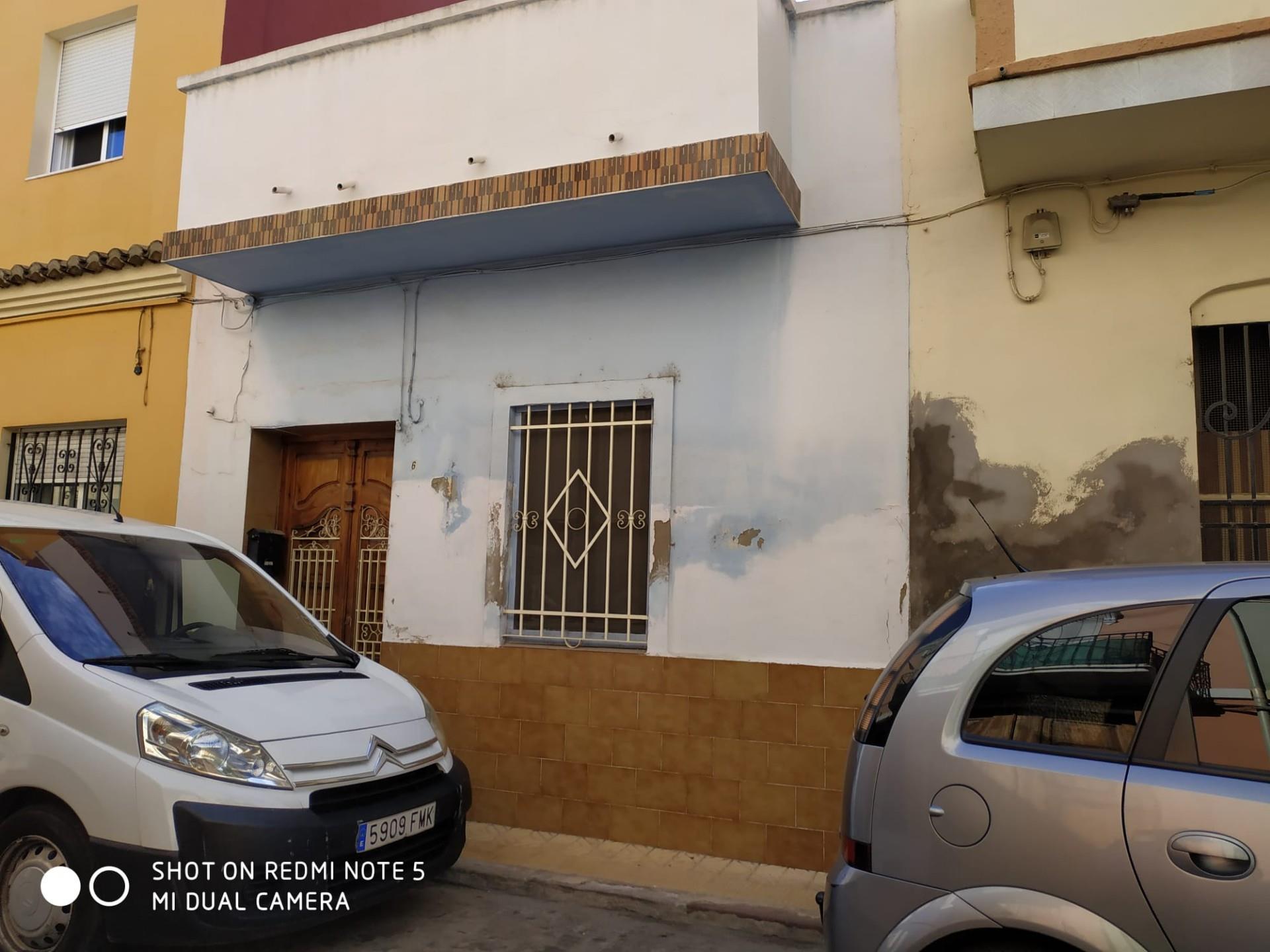 Casa adosada  Calle barcelona. Catarroja