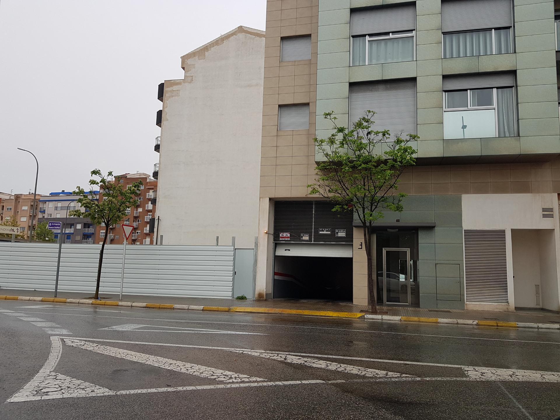 Parking coche  Avenida de blasco ibáñez. Urbanizaciones  - santa anna - las estrellas