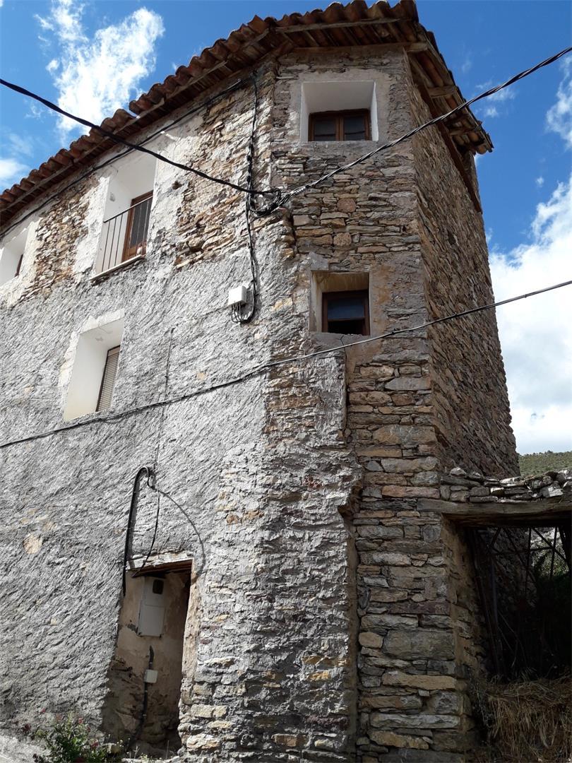 Casa  Avellanos. Sarroca de bellera / avellanos