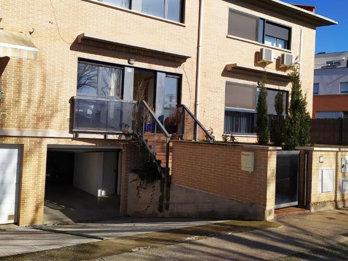 Foto 2 de Casa adosada de alquiler en Paseo Los Tilos, 113 Azucarera, Navarra