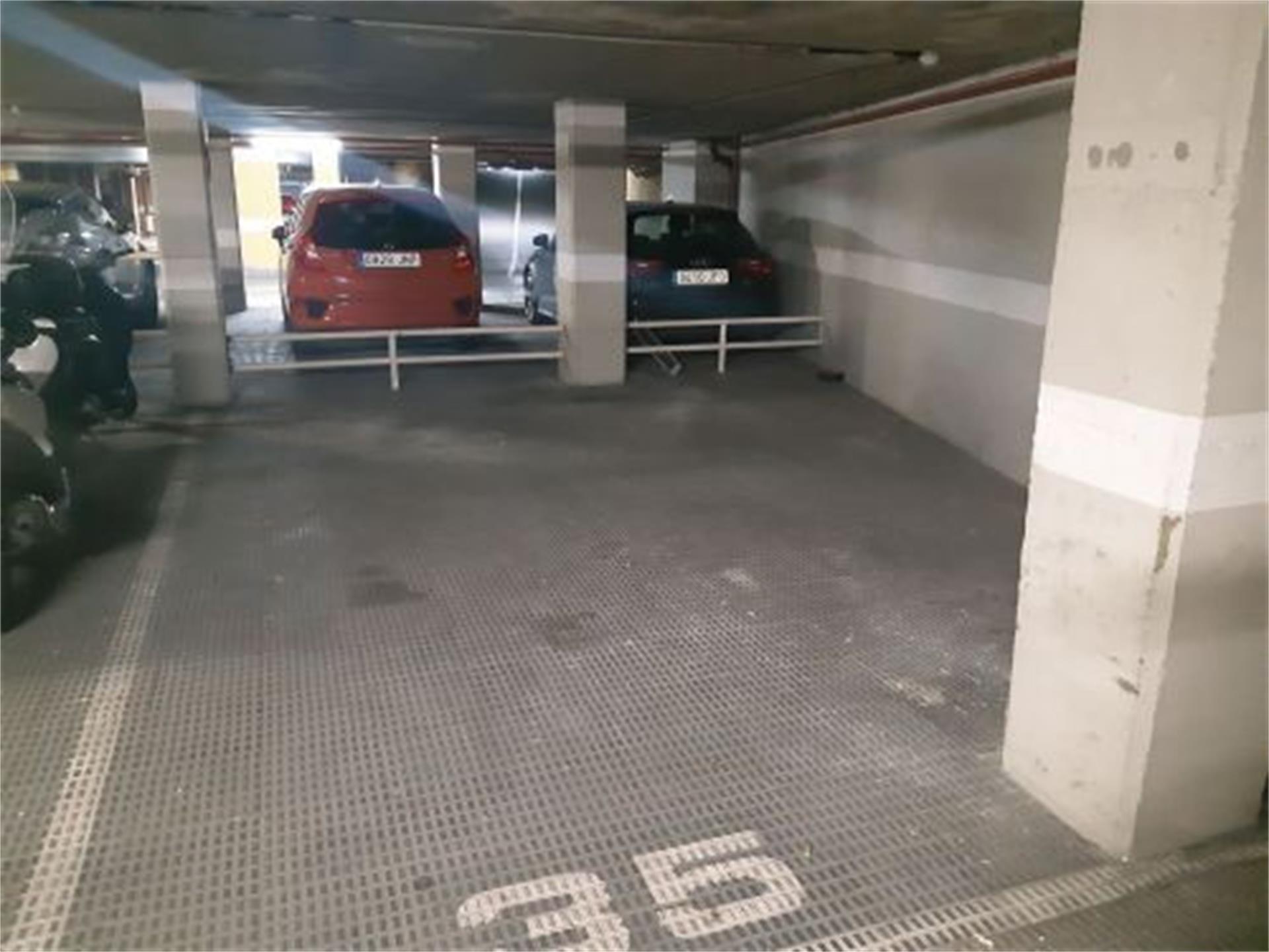 Parking coche  Calle isla de descubridor. Rojales