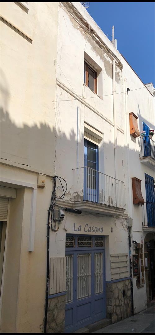 Casa adosada  Carrer major. Centre