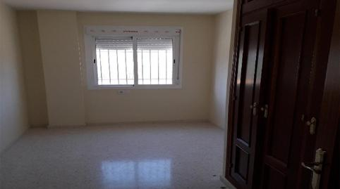 Foto 4 de Piso en venta en Villamartín, Cádiz