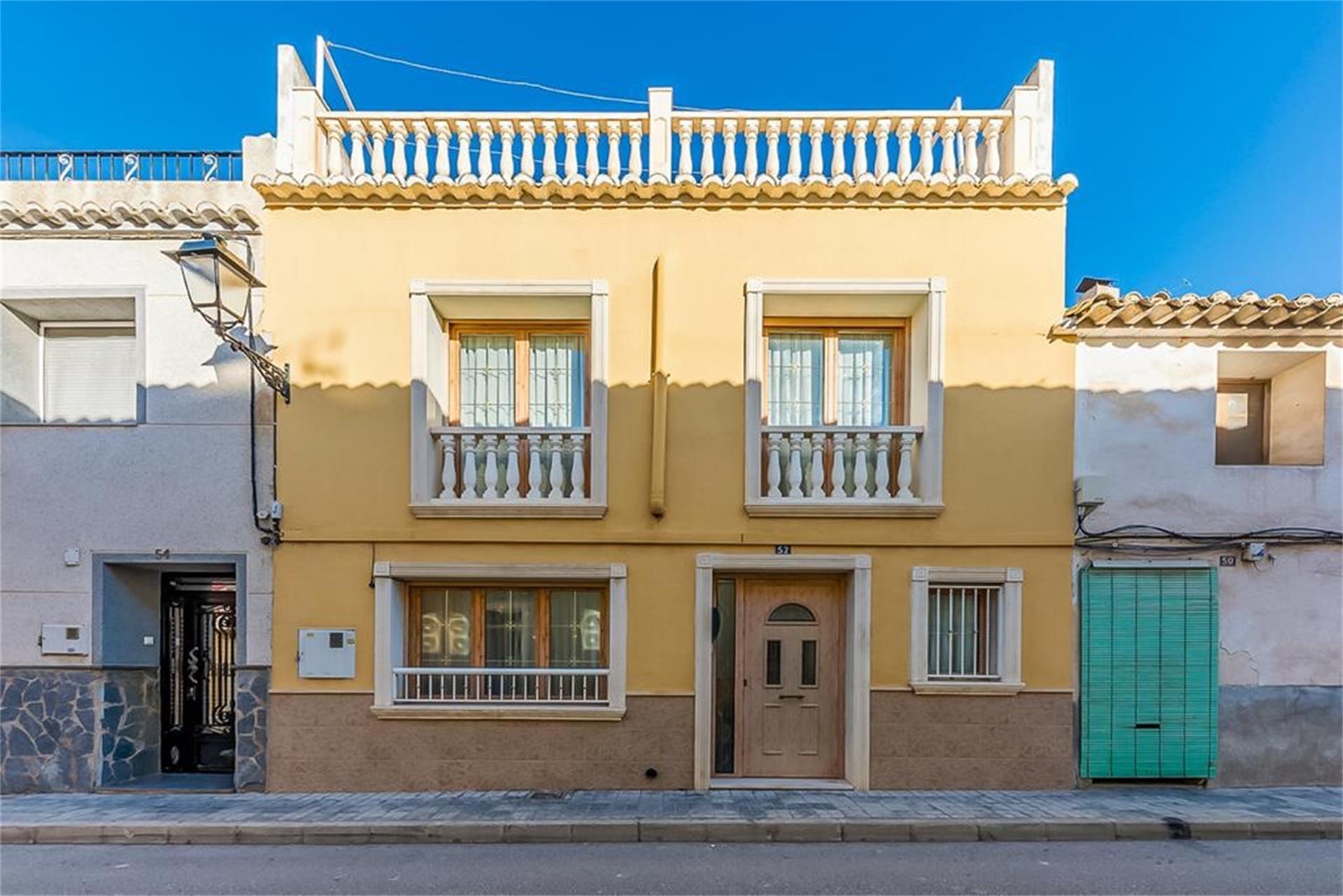Casa adosada  Calle colón. Sax