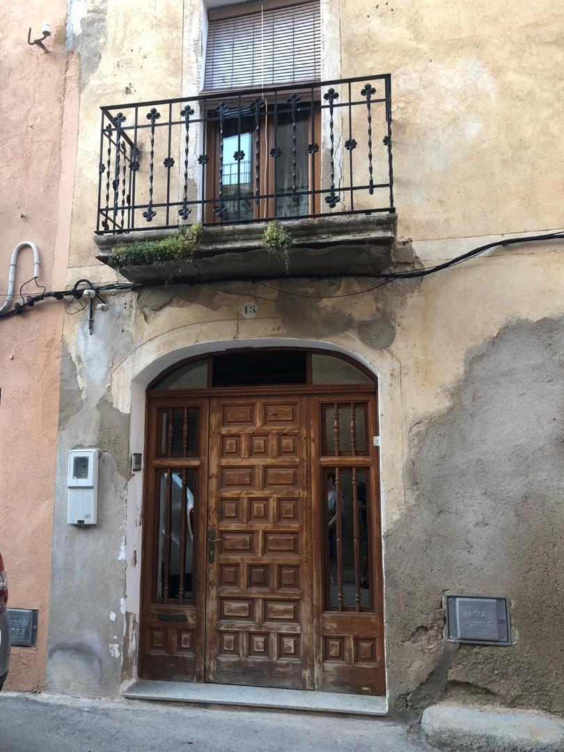 Semi detached house  Carrer del centre. Vinyols i els arcs / carrer del centre