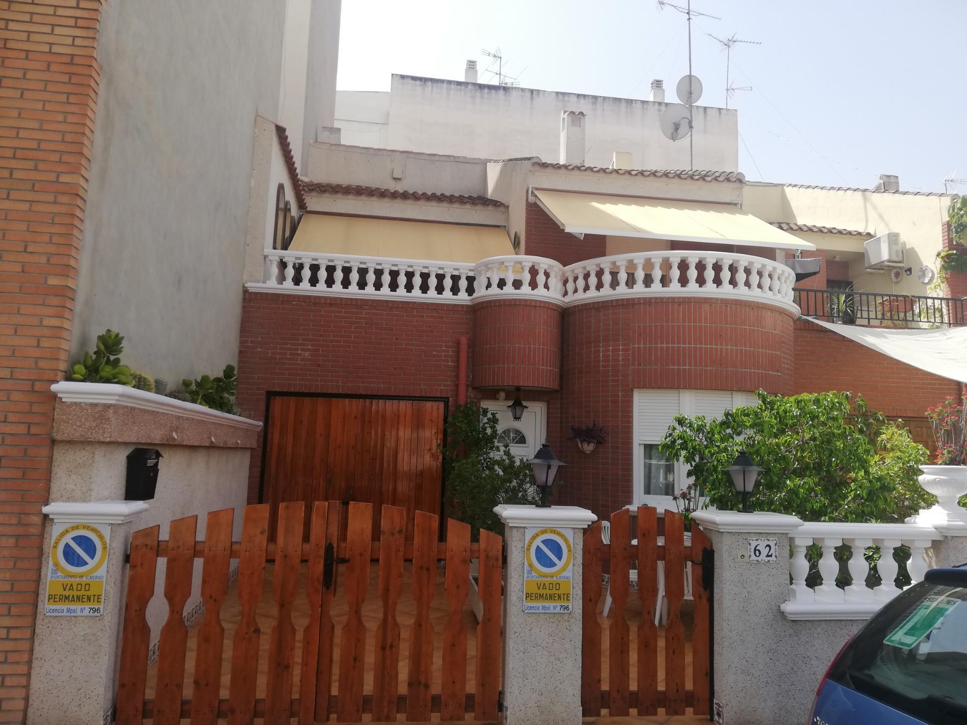 Casa adosada  Calle alicante. Almoradí / calle alicante