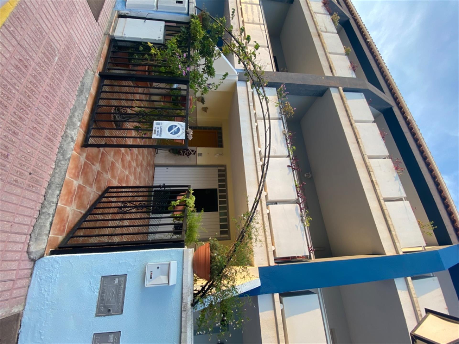Reihenhaus  Calle villelaure. Favara / calle villelaure