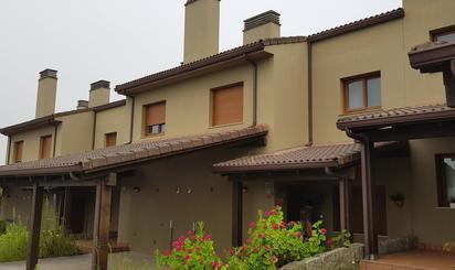 Casa adosada de alquiler en Miño