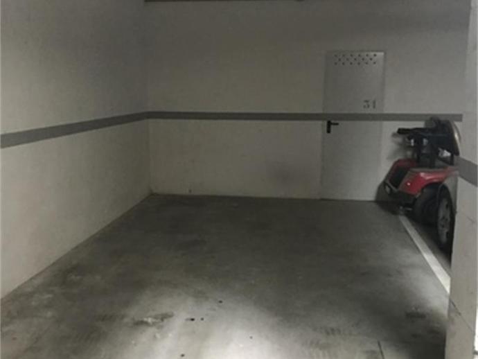 Foto 2 de Garaje de alquiler en Plaza Urbanizaciã³n Torre Gabea Residencial Triana - Barrio Alto, Granada