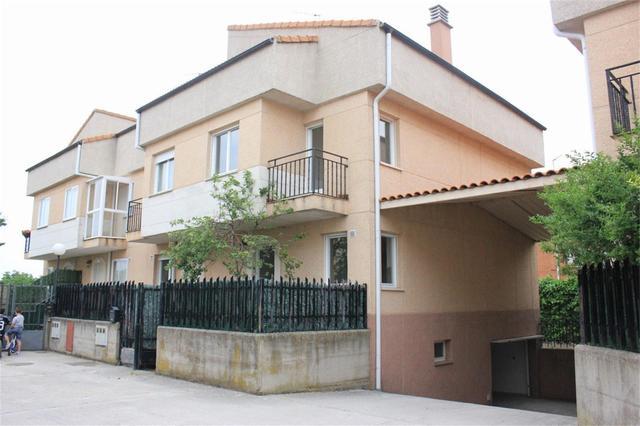 Casa adosada en Venta en Urbanización Los Rosales,