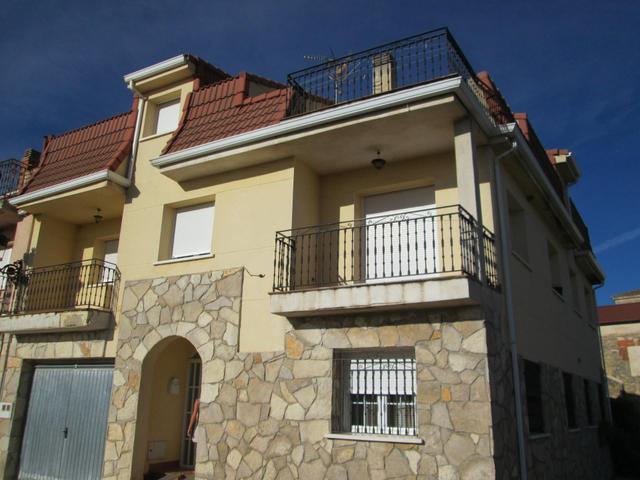 Casa adosada en Alquiler en Calle De Los Cañamares