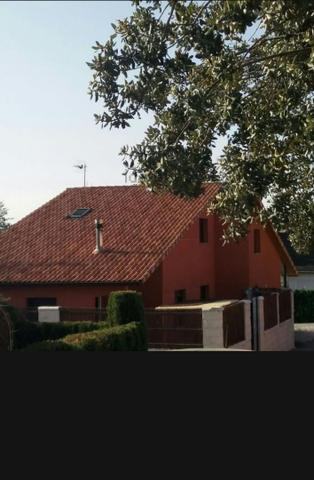 Casa adosada en Alquiler en Calle El Acebo de Itue