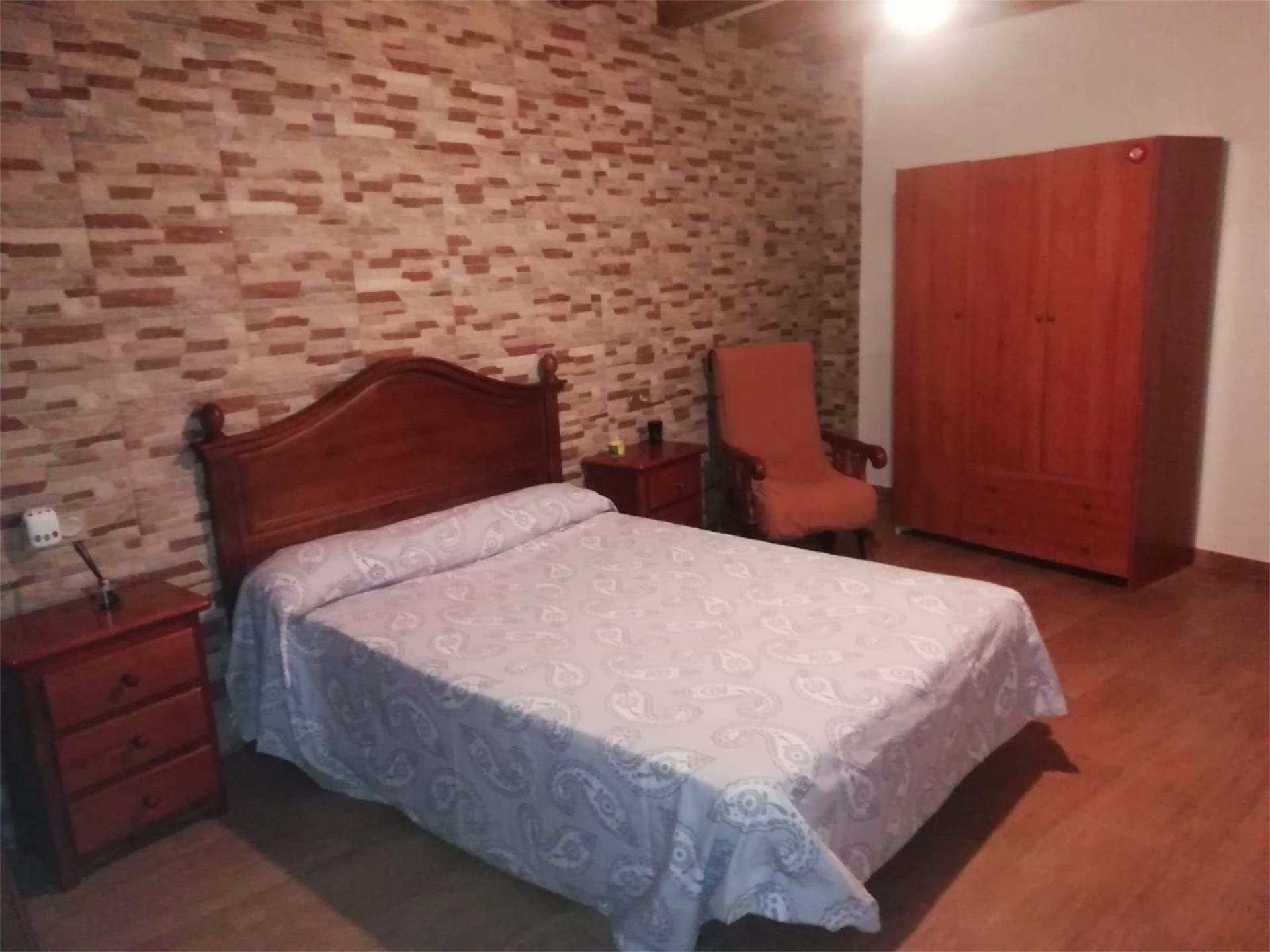 Casa adosada de alquiler en Calle Carretera Arenas (Arenas, Málaga)