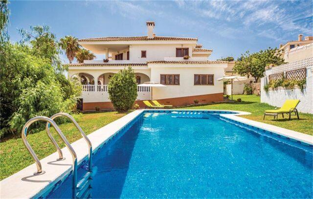 Casa adosada en Alquiler en Villa De Lujo Con Pisc