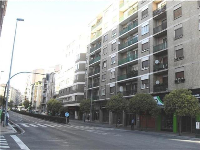 Piso en Alquiler en Avenida De Zaragoza,  de  Pamp