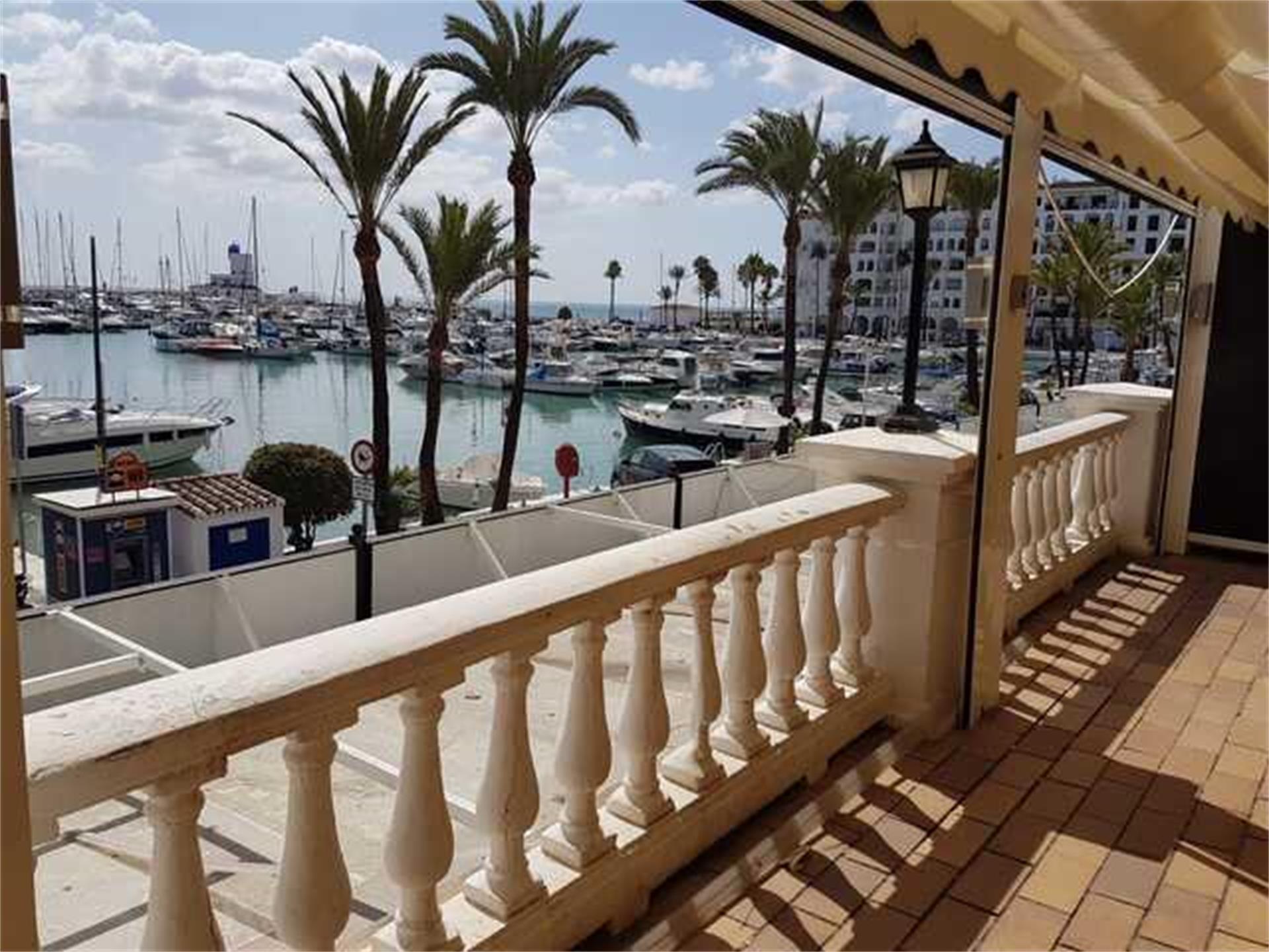 Local de alquiler en Plaza el Chanquete Puerto de la Duquesa (La Duquesa, Málaga)