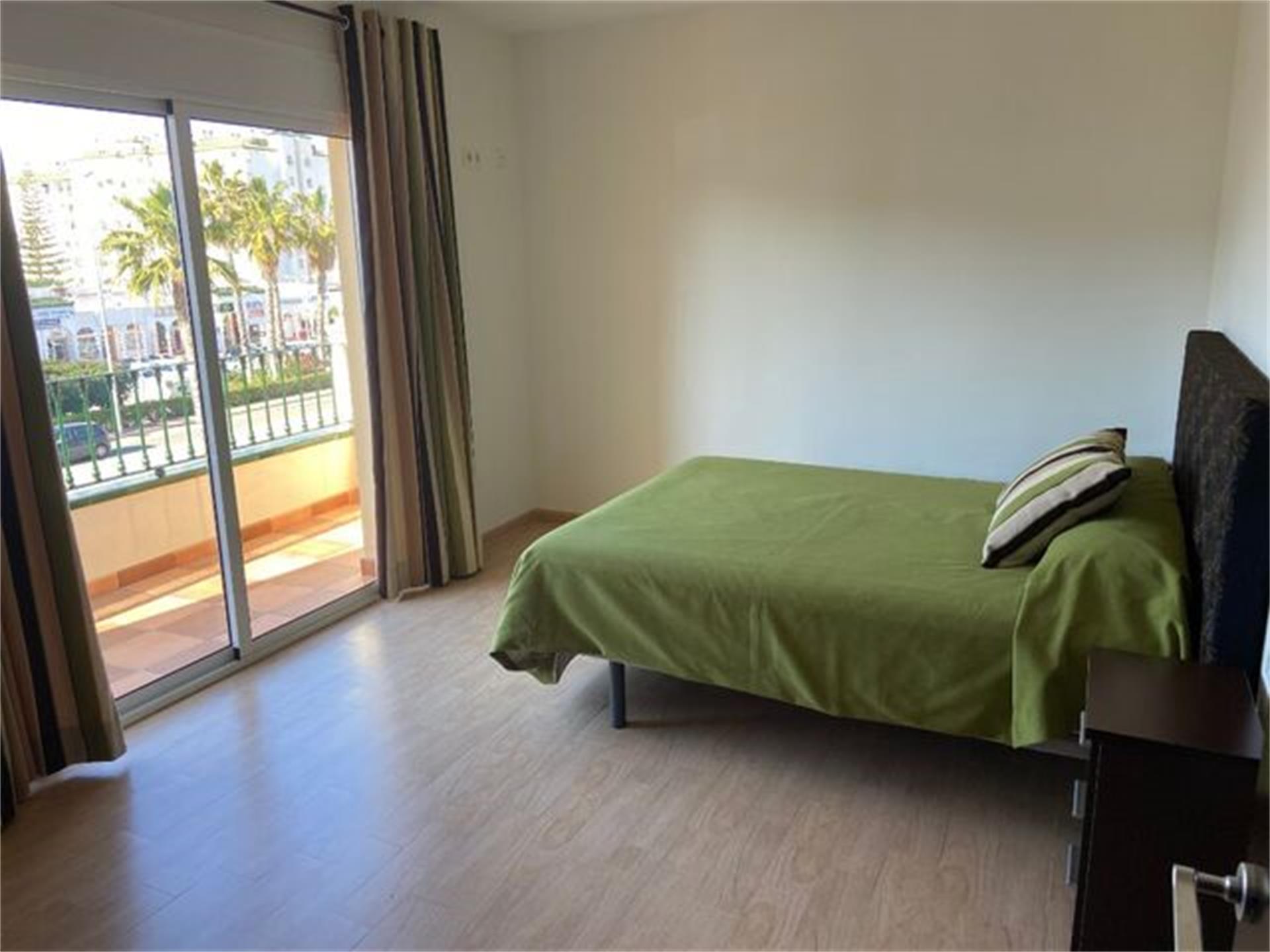 Piso de alquiler en Plaza Avnd Andalucia Laguna Beach (Torrox, Málaga)