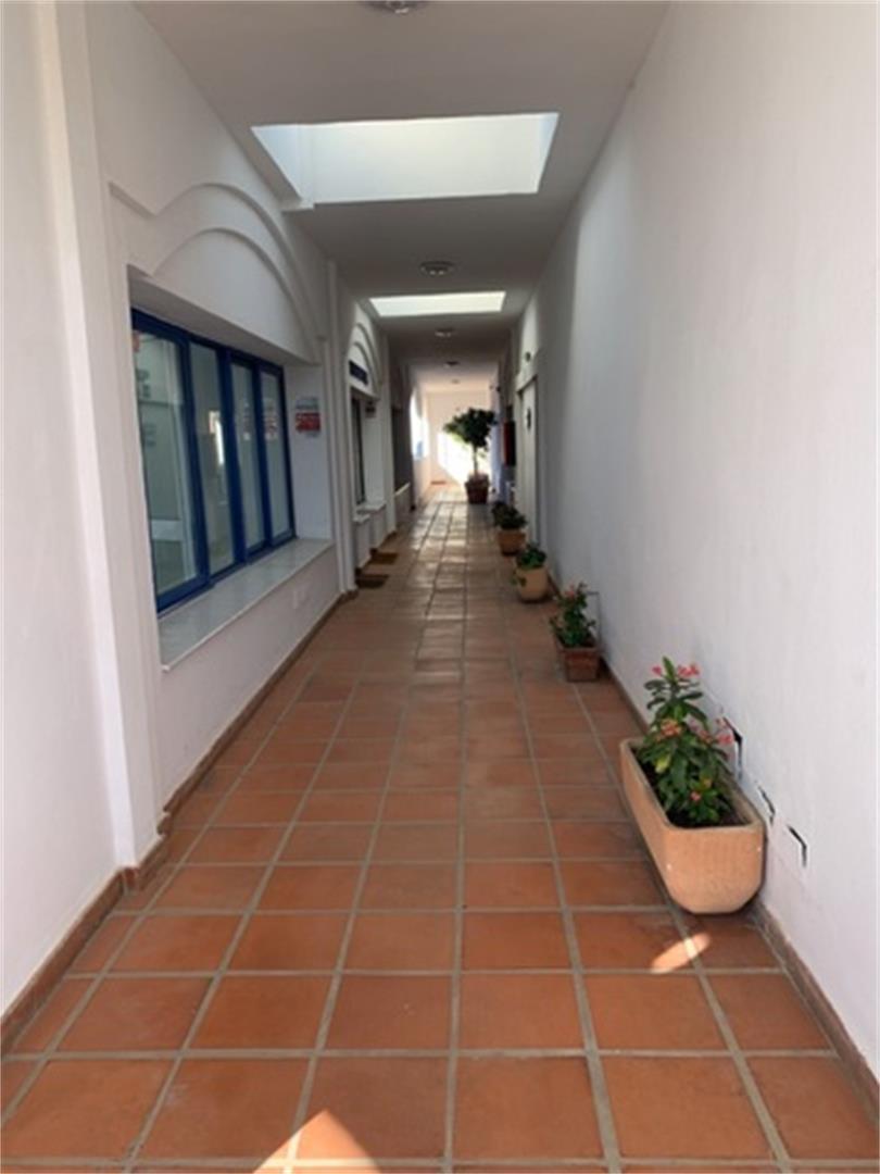 Oficina de alquiler en Plaza Calle Beamar de Calahonda Calahonda (Mijas, Málaga)