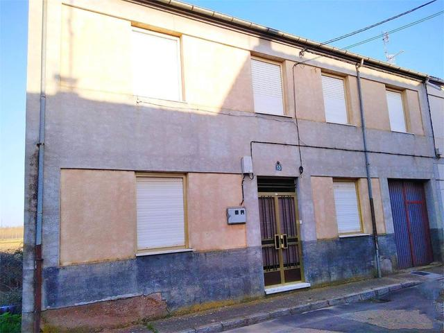 Casa adosada en Venta en Calle Pocirón de Cebrones