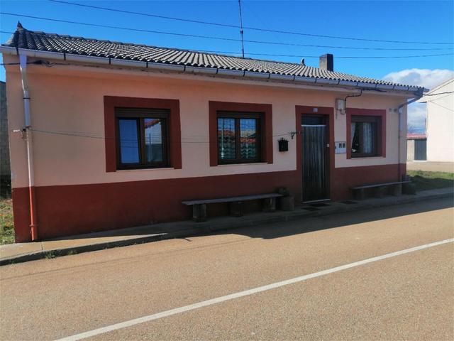 Chalet en Venta en Calle El Teleno de Luyego,  Luy