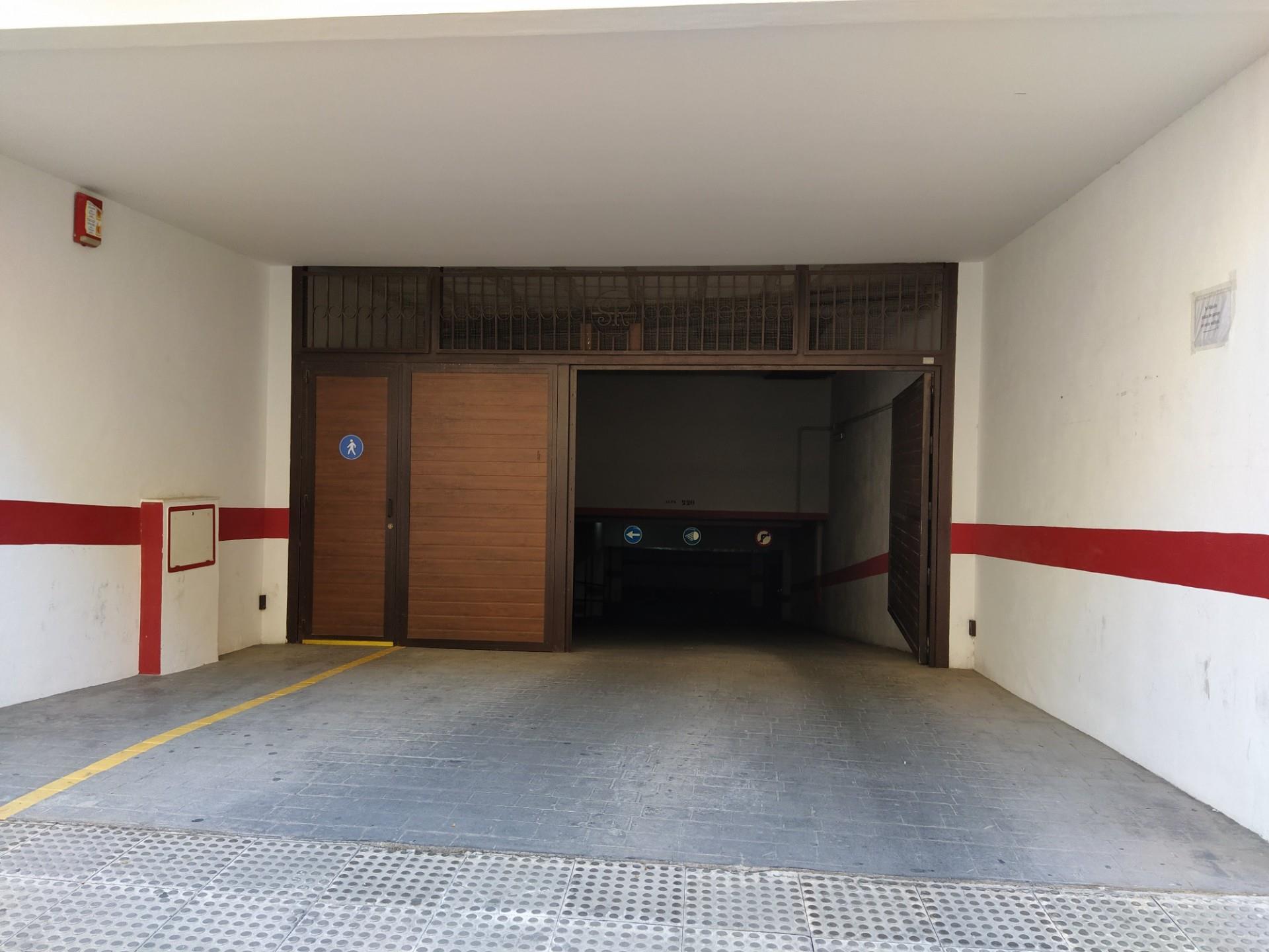 Garaje de alquiler en Calle Pintor Jesús González de la Torre Ronda (Ronda, Málaga)
