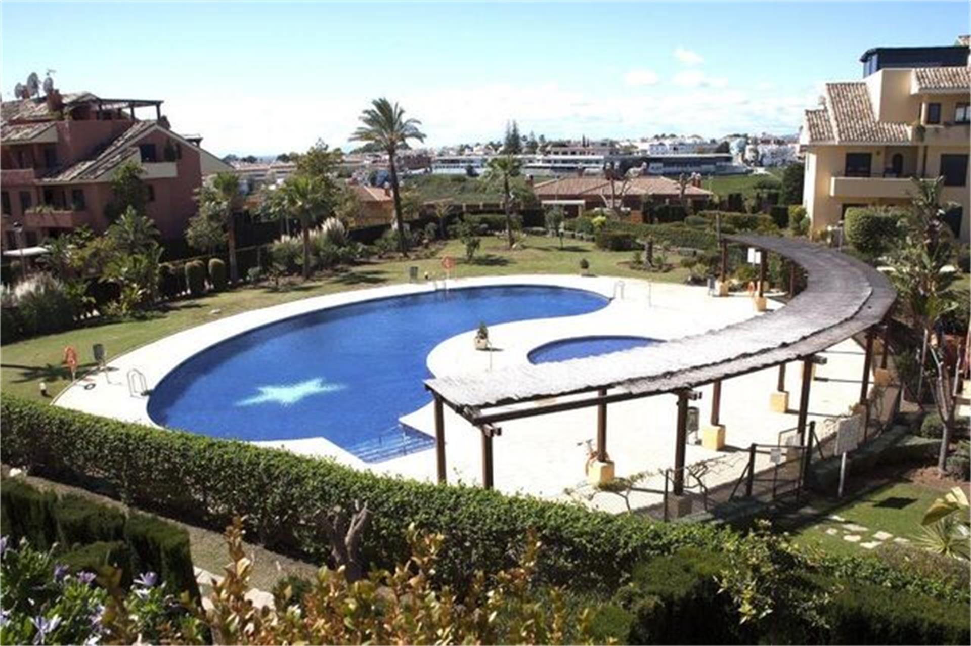 Piso de alquiler en Plaza del Estanque Bel Air - Cancelada - Saladillo (Bel-Air, Málaga)
