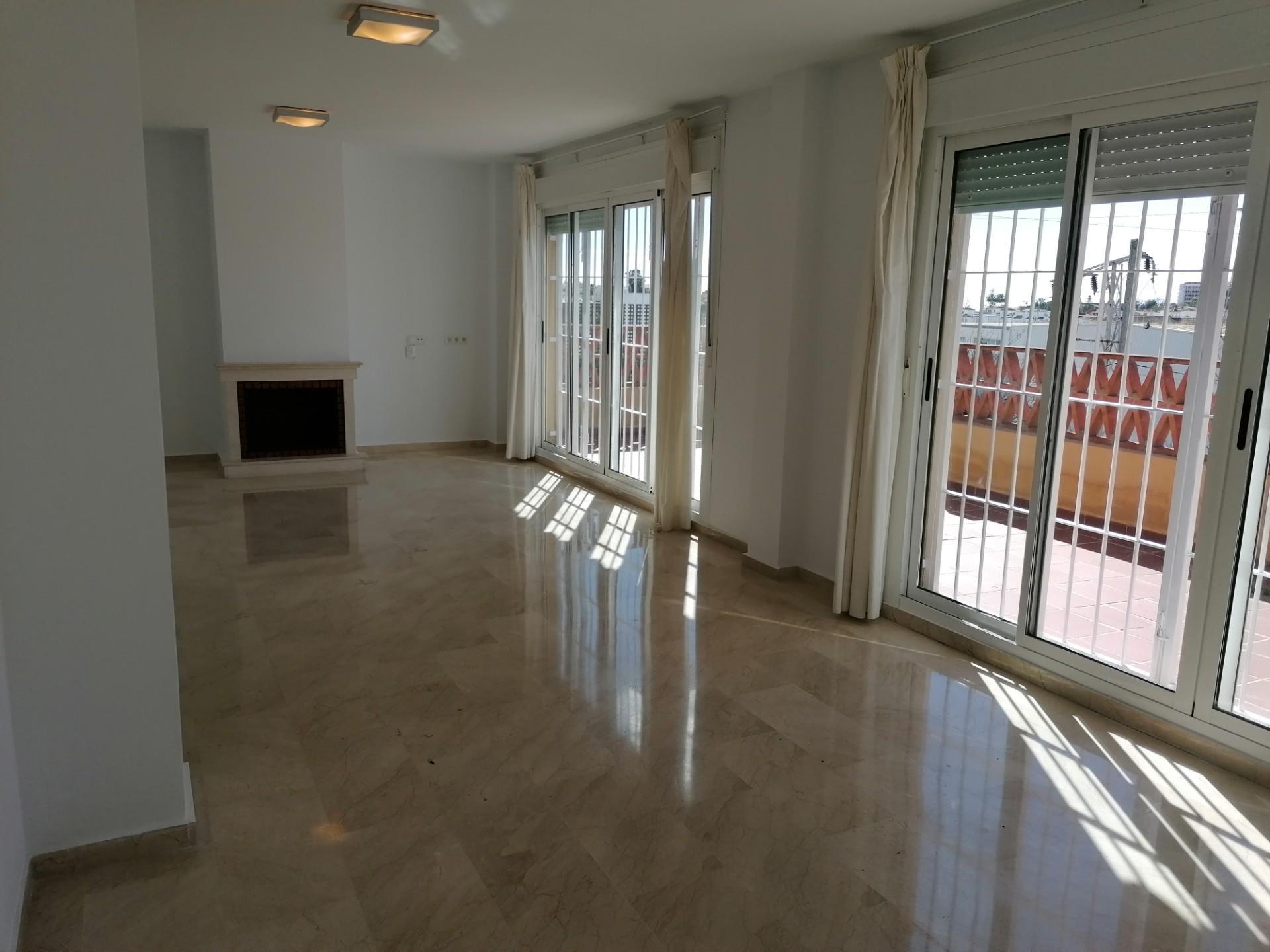 Piso de alquiler en Calle del Lago, 32 Bel Air - Cancelada - Saladillo (Bel-Air, Málaga)