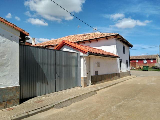 Casa adosada en Venta en Calle Mayor de Villamol,