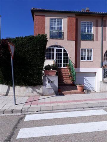 Casa adosada en Venta en Plaza Calle Jota de Golma