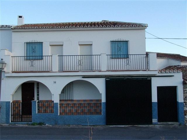 Casa adosada en Venta en Calle Alozaina,  de Yunqu