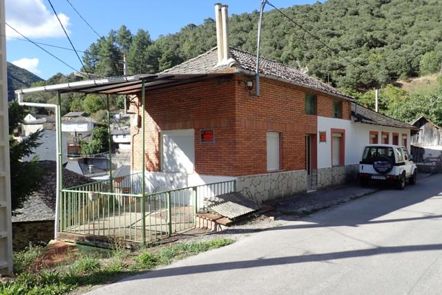 Casa adosada en Venta en Le- de Villafranca del Bi