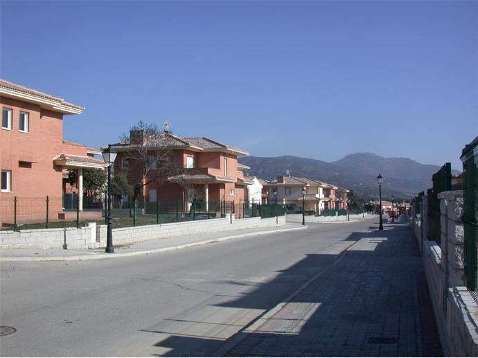 Foto 3 de Calle C/ Miguel Hernandez, 43 / Miraflores de la Sierra