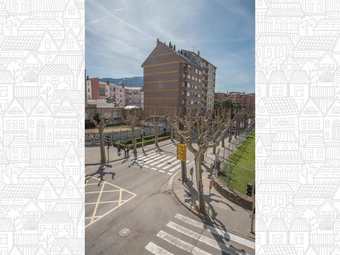 Photo 2 of Avenue Regimiento de Galicia / Llano de la Victoria, Casco Urbano (Jaca)