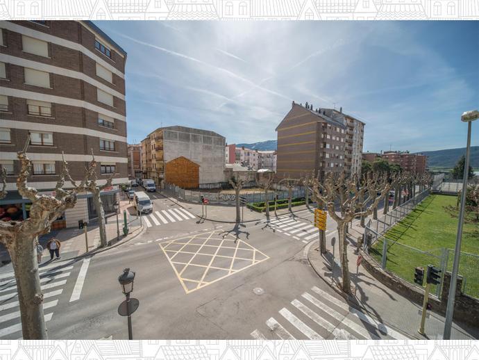 Photo 5 of Avenue Regimiento de Galicia / Llano de la Victoria, Casco Urbano (Jaca)