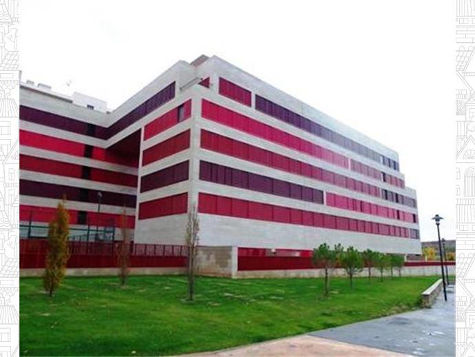 Foto 1 de Universidad - Los Lirios ( Logroño)