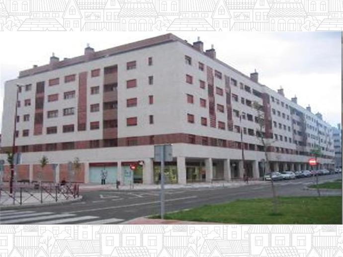 Foto 1 von C/ Monasterio Santo Domingo de Silos,  / Villa de Prado (Valladolid Capital)